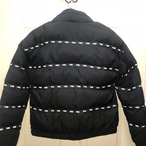 VS PINK LOGO PUFFER Limited Edition.